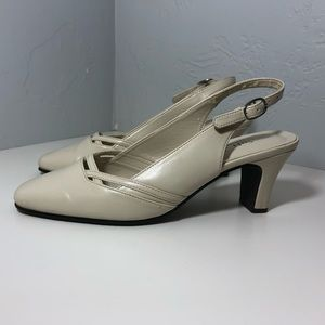 Soft Style Hush Puppies Off White Sling Back Sz 6M